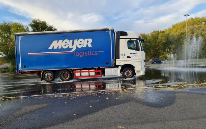Fahrsicherheitstraining LKW Wasserfontäne